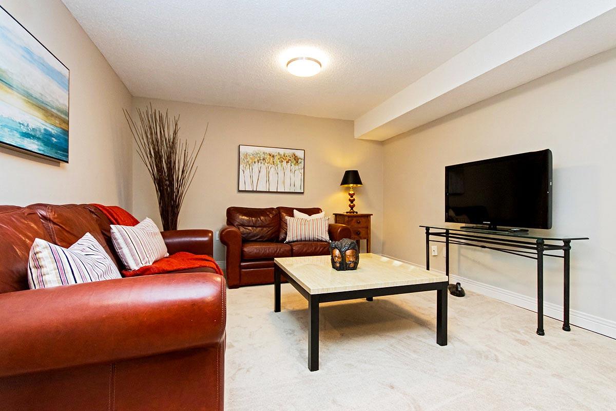 Den in Maple House, Burlington furnished rental