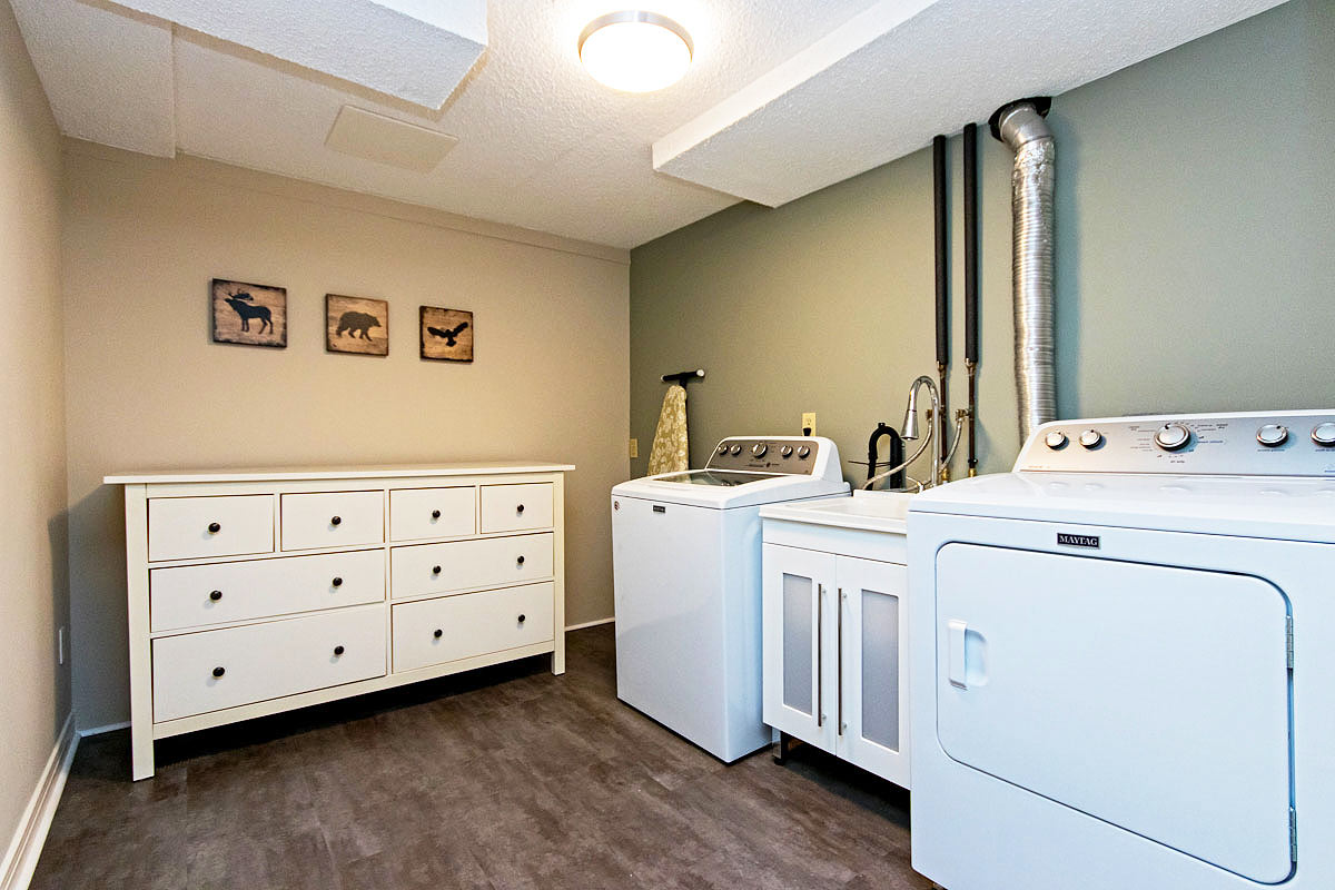 Laundry room in Maple House, Burlington furnished rental