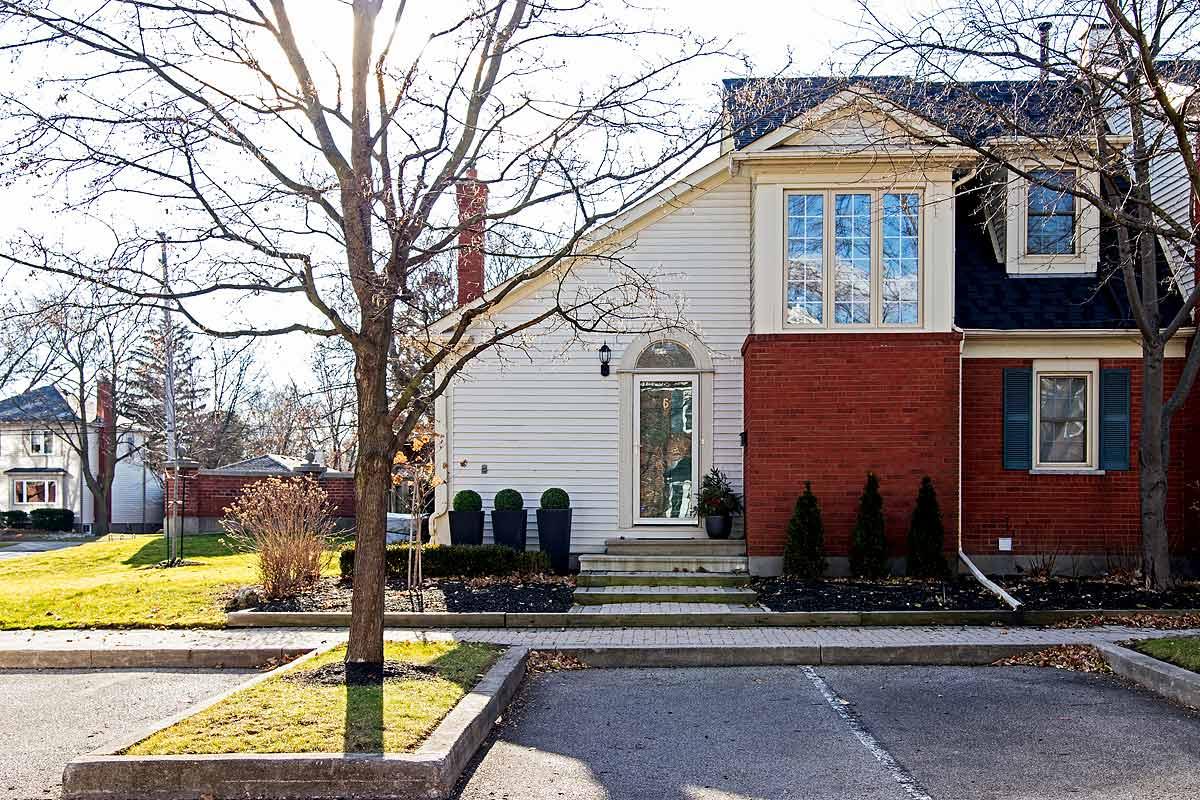 Exterior Maple House, Burlington furnished rental