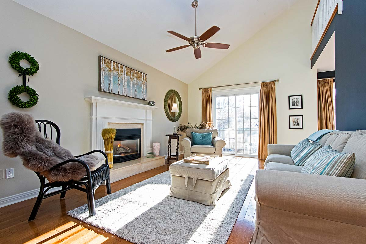 Lounge in Maple House, Burlington furnished rental