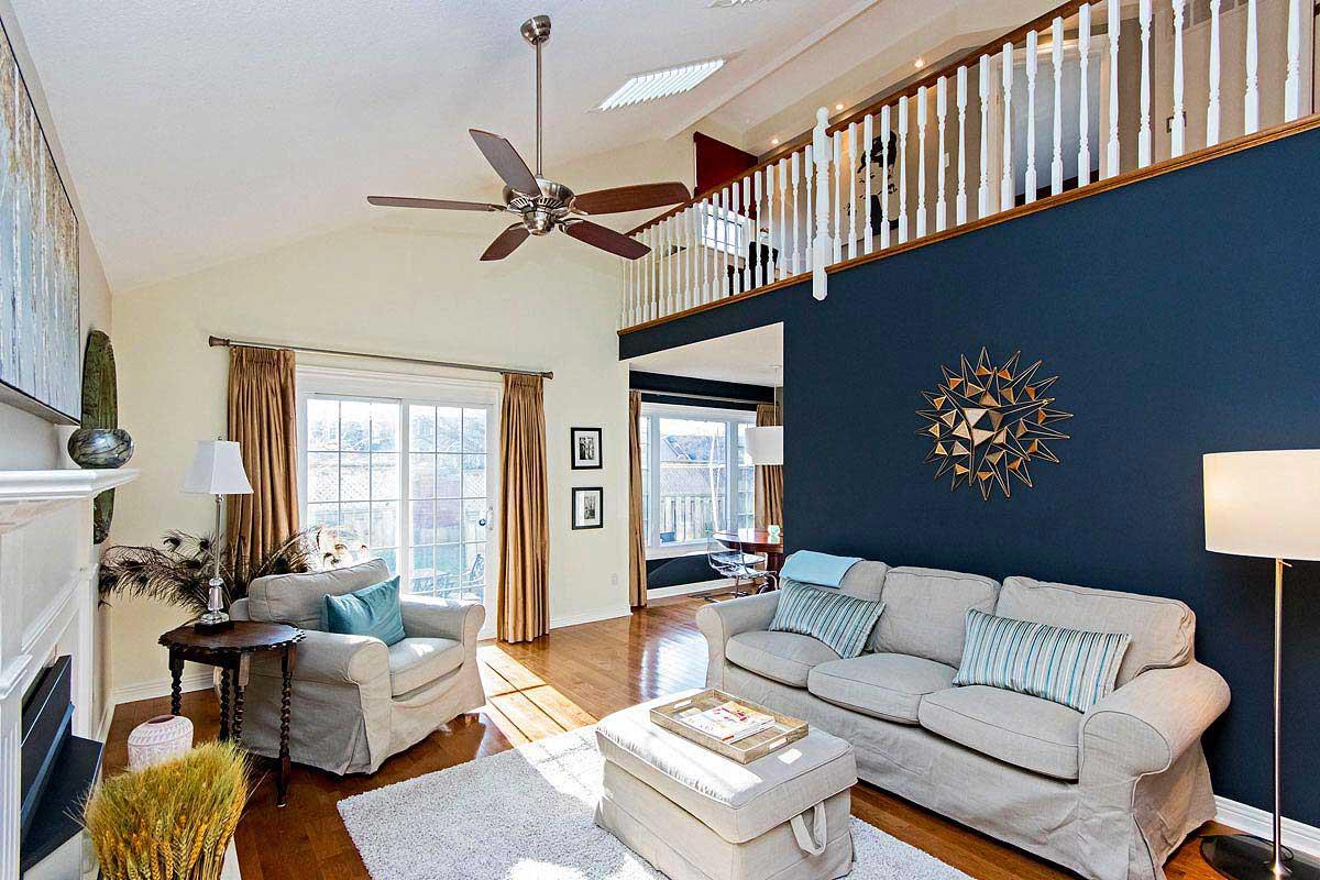 Living room in Maple House, Burlington furnished rental