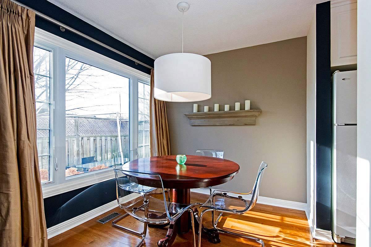 Dining room in Maple House, Burlington furnished rental