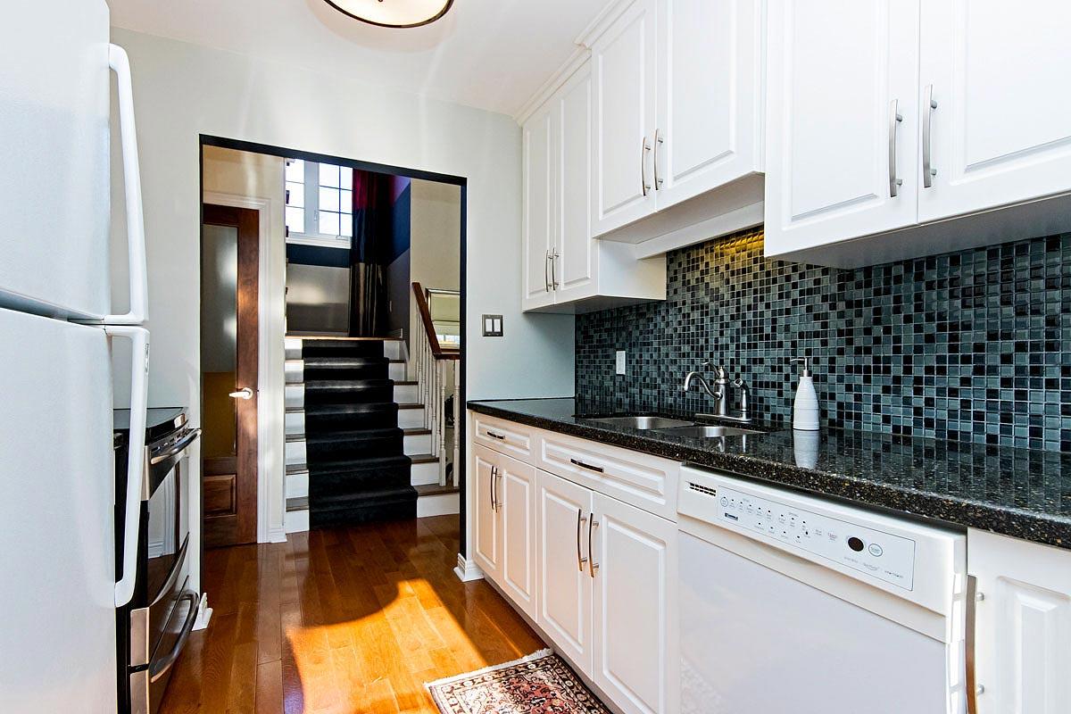Kitchen in Maple House, Burlington furnished rental