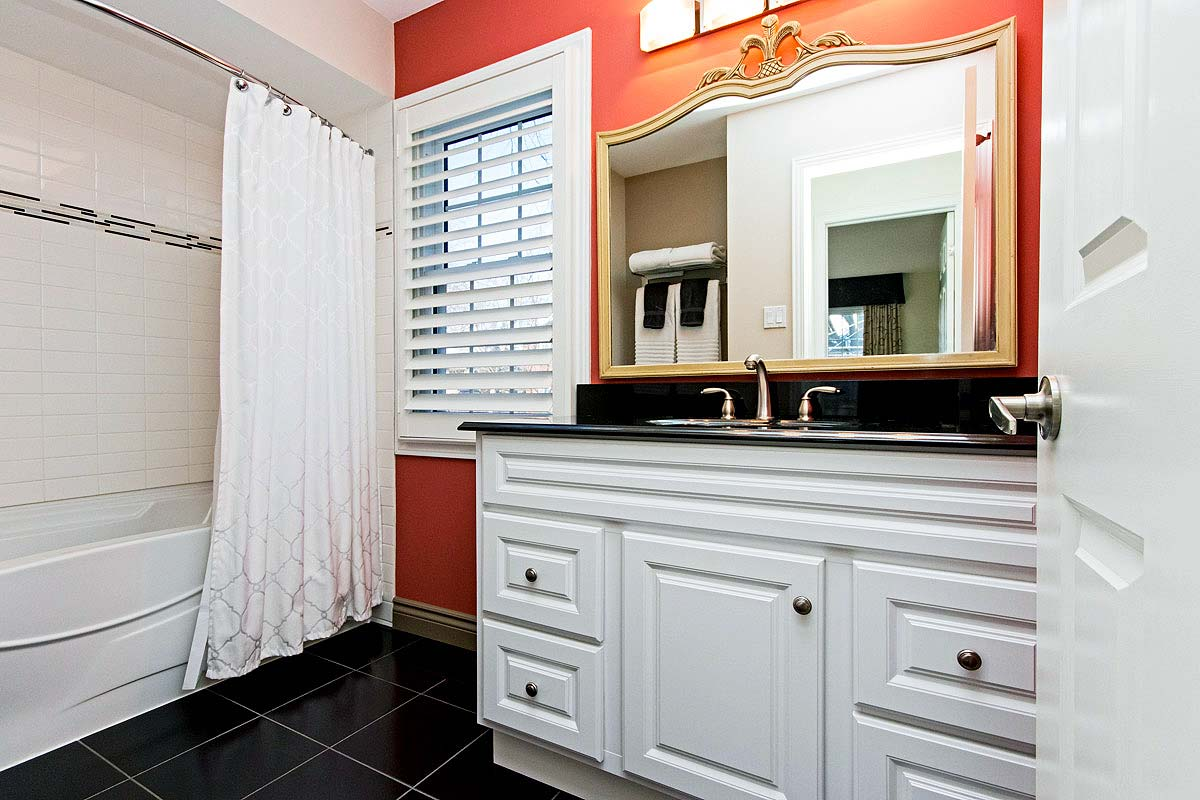 Main floor bathroom in Maple House, Burlington furnished rental