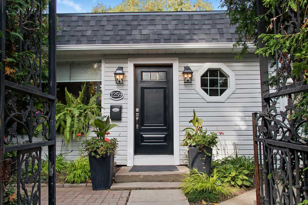 Bellview Cottage, Bellview Street, Burlington, Ontario furnished rental