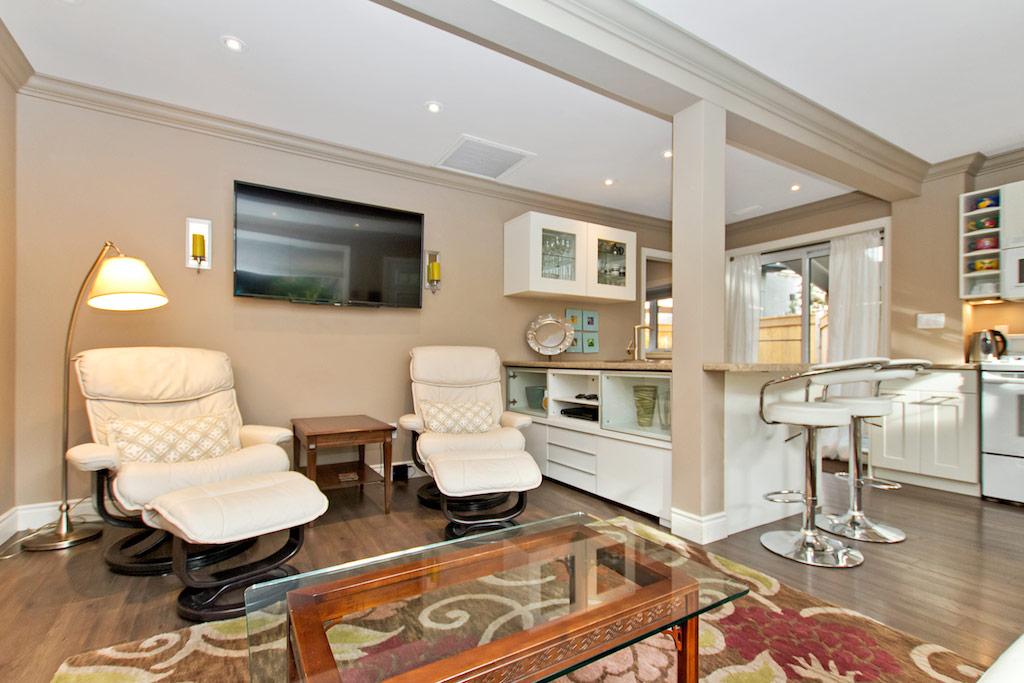 Open plan living room in Bellview Cottage, Bellview Street, Burlington furnished rental